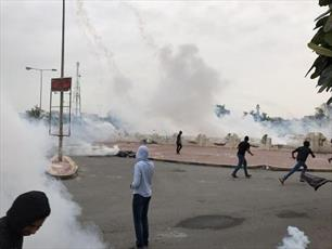 عکس/ درگیری مزدوران آلخلیفه با تظاهرات مردمی در بحرین