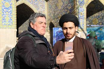 حضور  گردشگران خارجی  در مدرسه  ناصریه  اصفهان