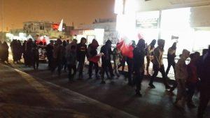 نیروهای آل خلیفه یورش به شهرک های بحرین را از سرگرفت