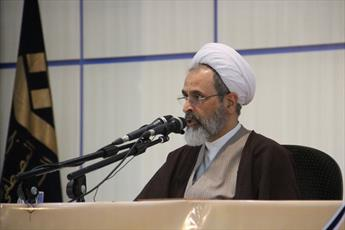 طلاب غیر ایرانی در دام جنگ دینی و مذهبی قرار نگیرند/به دنبال شیعه شدن اجباری هیچ کس نیستیم