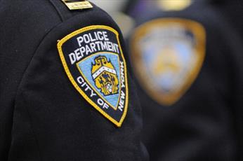 پلیس نیویورک زن مسلمان را مجبور به برداشتن حجاب کرد