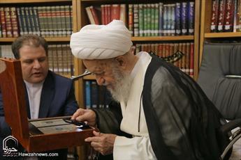 تصاویر/ رونمایی از بزرگترین قرآن مطلای جهان