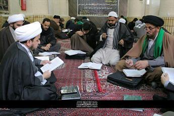 عکس/ مباحثه علمی طلاب در حوزه نجف