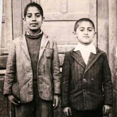 عکس/ نفر سمت راست آیت الله استادی در کودکی