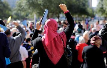 آزار و اذیت و اخراج زن مسلمان به سبب حجاب