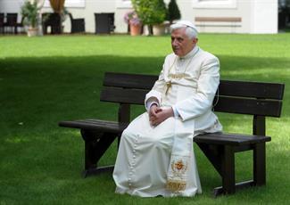 دیدگاه پاپ سابق درباره تقابل سکولارهای افراطی و افراط گرایان اسلامی در دنیای معاصر
