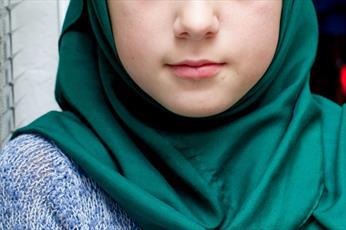 معلم آمریکایی حجاب کودک ۸ ساله را از سرش کشید