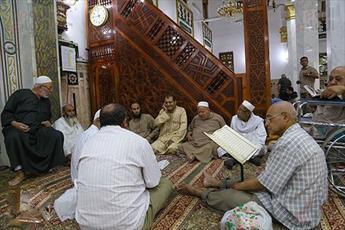 روزه داران مصری در مسجد سیده نفیسه (س)+تصاویر