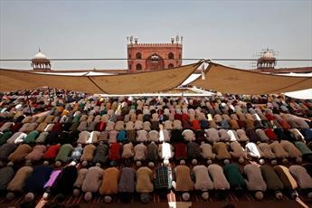 مسلمانان نخستین نماز جمعه رمضان امسال را به جا آورردند + تصاویر