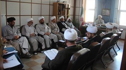 کمک به  مستمندان  را   در مکتب امام مجتبی(ع) فرا بگیریم
