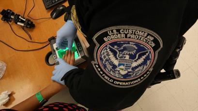 سازمانهای مدنی حامی پناهجویان از دولت آمریکا شکایت میکنند