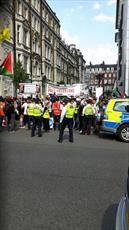تظاهرکنندگان در لندن پرچم اسرائیل را به آتش کشیدند