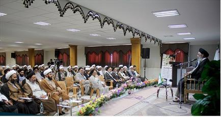 ائمه جماعات برای جذب جوانان به مسجد برنامه داشته باشند