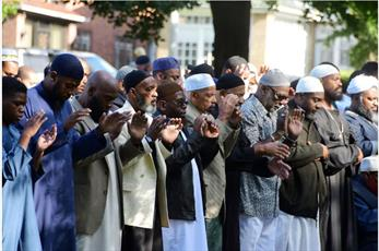 تصاویر نماز عید سعید قربان از اقصی نقاط جهان