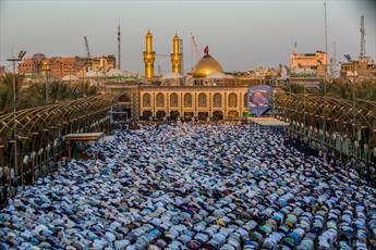 تصاویر نماز عید قربان در حرم حضرت عباس(ع)