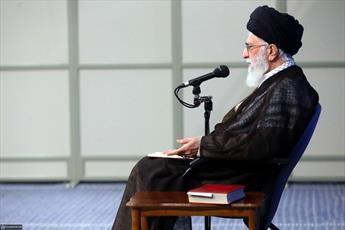 مقام معظم رهبری همانند امام(ره) انقلاب و نظام  را راهبری می کنند