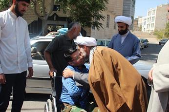 تجلیل مدیر حوزه قزوین از جانباز مدافع حرم+ عکس