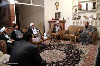 تصاویر/ حضور معاون تبلیغ و امور فرهنگی حوزه های علمیه در منزل روحانی جانباز دفاع مقدس
