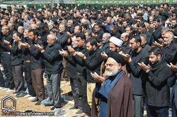 تصاویر/ مراسم عزاداری و اقامه نماز ظهر عاشورا در میدان امام  اصفهان