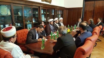 دیدار هیئتی از جامعة المصطفی العالمیة با رئیس دانشگاه بخارست