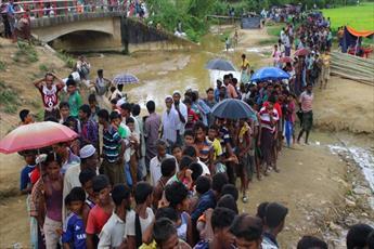 هزاران نفر از مسلمانان میانمار همچنان در حال فرار به بنگلادش هستند+تصاویر