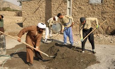 آموزش عملی دین به بچه ها  با چاشنی بازی و شوخی/ پیوند طلبه و دانشجو در اردوی جهادی