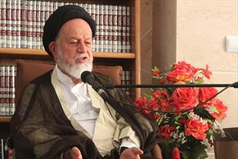 انقلاب اسلامی را با میدان دادن به جوانان یاری کنیم