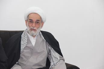 ملت ایران نه از تهدید آمریکا  می ترسد و نه به لبخندها دل می بندد