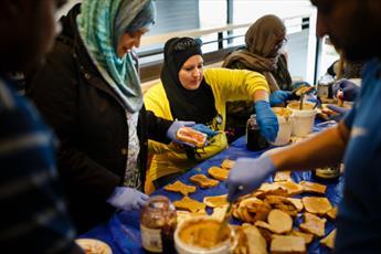بیش از ۱۰۰ داوطلب مسلمان در کلرادو به بیخانمانها کمکرسانی کردند