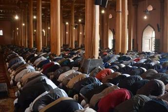 نماز جمعه پس از ۵ هفته تعطیلی در مسجد جامع کشمیر برگزار شد