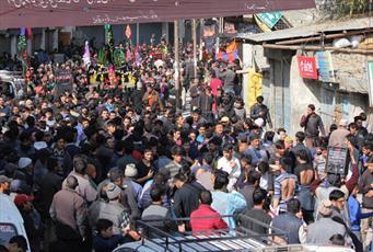 هزاران تن از شیعیان کشمیر در مراسم اربعین حسینی شرکت کردند
