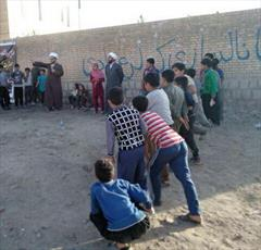حضور روحانیون در جمع کودکان و نوجوانان زلزله زده+ عکس