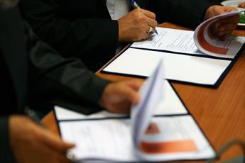 تفاهم نامه همکاری بین حوزه علمیه  و هلال احمر کاشان امضاء شد