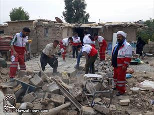 تصاویر/ حضور روحانیون امدادگر  اصفهان در مناطق زلزله زده