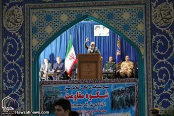 بسیج بر قامت ملت ایران لباس عزت پوشاند /جنگ خاتمه نیافته و دشمن به قلب و ذهن جوانان ما حمله کرده است