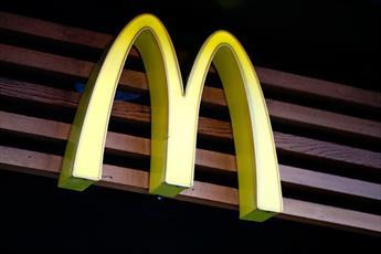 رستوران مکدونالد به خاطر اهانت به دختر محجبه در آستانه تعطیلی قرار گرفت