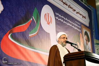 اجازه نخواهیم داد حسین زمان تنها بماند/ جنگ فرهنگی و اقتصادی ملت ایران را از پا در نمی آورد