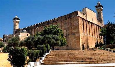 در سال گذشته اسرائیل ۶۴۵ بار مانع پخش اذان در مسجد ابراهیمی شد