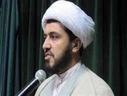 امام جمعه ملایر: برخی خواص به جای دفاع از انقلاب بر نظام هزینه  تحمیل می کنند