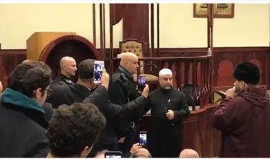 فیلم/  مسلمان شدن نگهبان مرکز اسلامی نیوجرسی