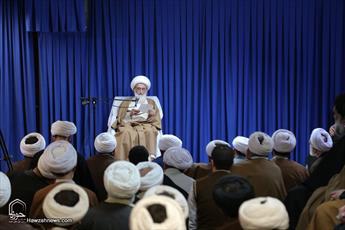 تصاویر/ تجمع طلاب و روحانیون مطالبه کننده حقوق مردم  در دفتر آیت الله العظمی نوری همدانی