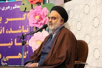 حفظ و تقویت روحیه انقلابی انتظار به حق رهبری و وظیفه اصلی روحانیت است