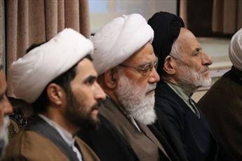 پذیرش اطاعت مطلق در برابر پیامبر(ص)، یکی از وظایف مسلمانان است