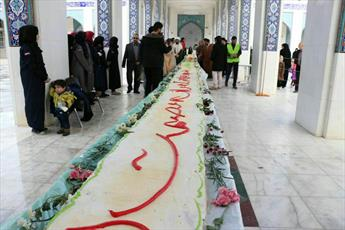 ۲۰ هزار نفر در حرم حضرت زینب(س) شیرین کام شدند +تصاویر