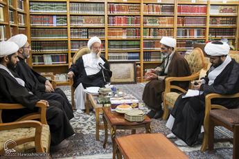 تصاویر/ دیدار اعضای کمیته کرسی های آزاد اندیشی حوزه های علمیه با آیت الله العظمی مکارم