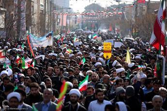 تصاویر/ خروش ملی و راهپیمایی تماشایی مردم قم در ۲۲ بهمن ماه
