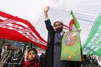 تصاویر/ حاشیه هایی از راهپیمایی تماشایی ۲۲ بهمن قم-۲