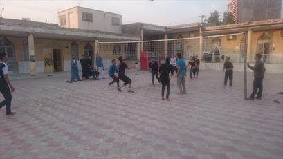 طلاب جیرفت در مسابقات ورزشی با یکدیگر رقابت می کنند