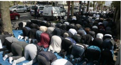 مسلمانان سوئد خواستار مجوز پخش اذان از بلندگوهای مسجد شدند