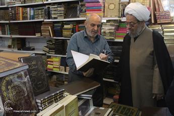 تصاویر/ بازدید آیت الله مقتدایی از نمایشگاه کتاب دین در قم